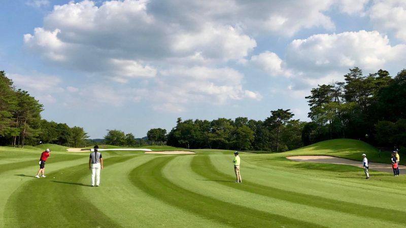 GEN-TENゴルフコースレッスンゲンテンフェアウェイからアイアンショットの写真