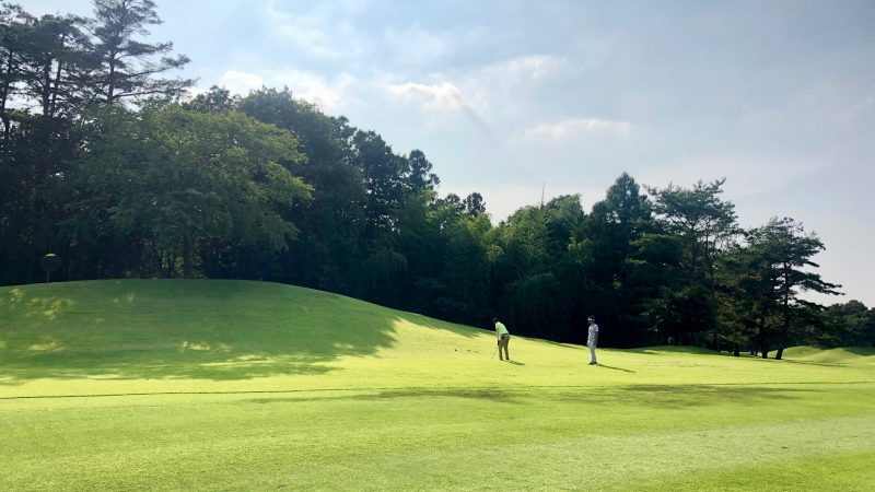 GEN-TENゴルフコースレッスンゲンテンラフからのショットの写真