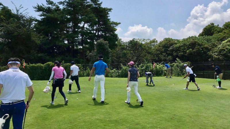GEN-TENゴルフコースレッスンゲンテンボール拾いの写真