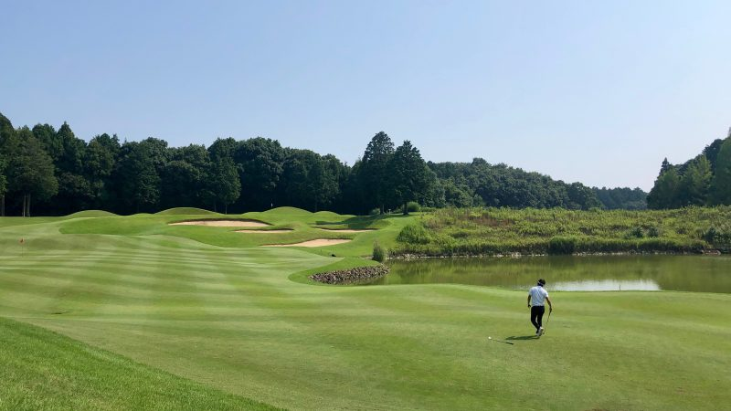 GEN-TENゴルフコースレッスンワンウェイGCフェアウェイ&池の写真