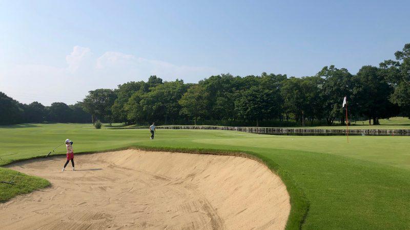 GEN-TENゴルフコースレッスンワンウェイGCグリーン右からバンカーショットの写真