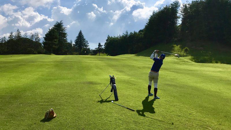 GEN-TENゴルフコースレッスン紀伊高原GCフェアウェイからのショットの写真