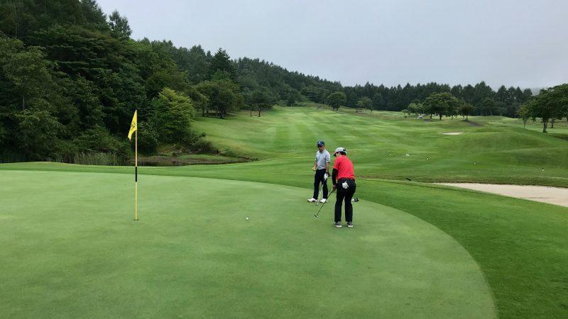 GEN-TENゴルフコースレッスン強化合宿サニーCC2日目ラウンドパッティングの写真
