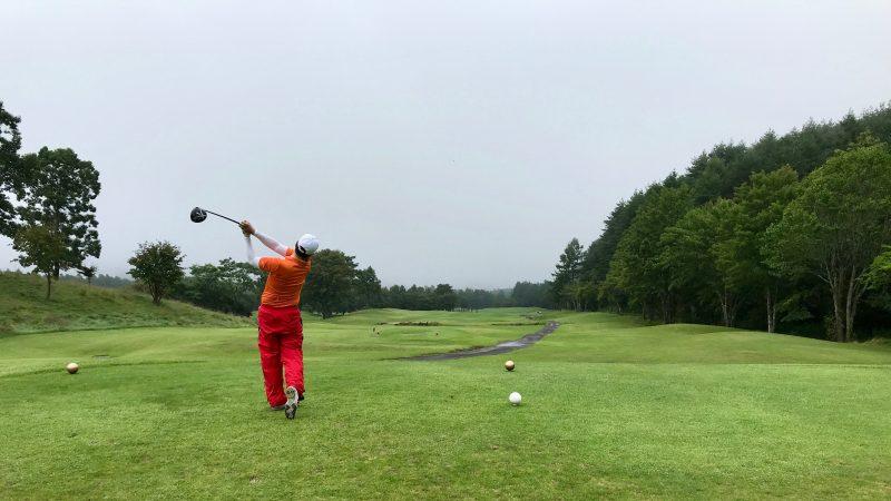 GEN-TENゴルフコースレッスン強化合宿サニーCC2日目ラウンドドライバーショットの写真
