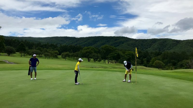 GEN-TENゴルフコースレッスン強化合宿サニーCC3日目ラウンドパッティングの写真