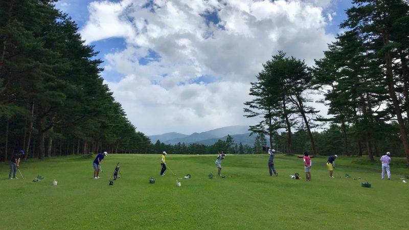 GEN-TENゴルフコースレッスン強化合宿サニーCC3日目ラウンド後練習後方からの写真
