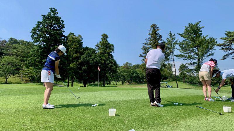 GEN-TENゴルフコースレッスン説明会&体験レッスン定点練習グリーン周りのアプローチ後方からの写真