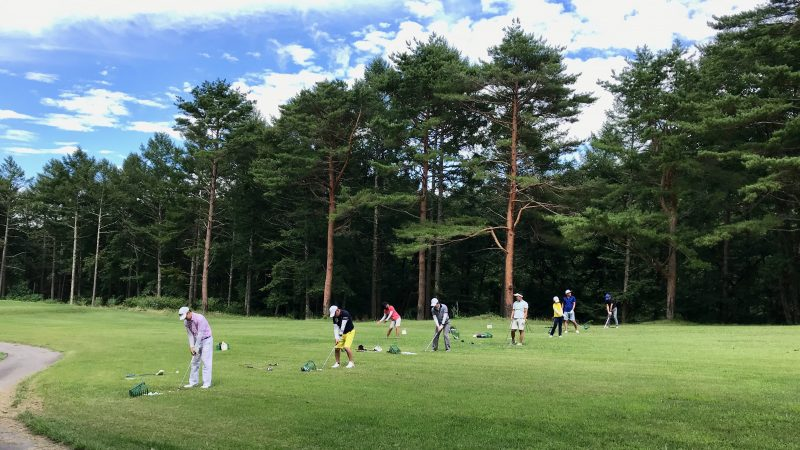 GEN-TENゴルフコースレッスン強化合宿サニーCC3日目ラウンド後練習前方からの写真