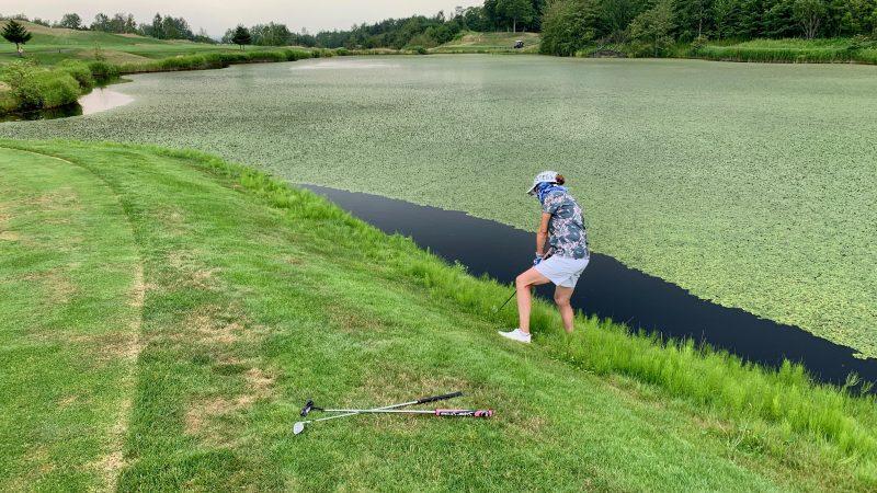 GEN-TENゴルフコースレッスンマオイGR池の際からのアプローチの写真