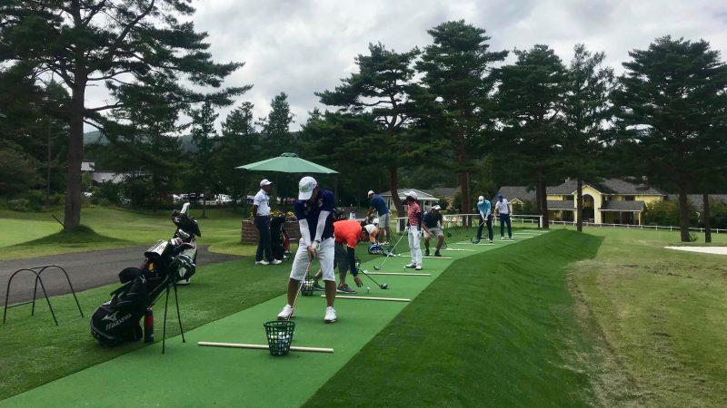 GEN-TENゴルフコースレッスン強化合宿サニーCC初日ラウンド後の練習の写真