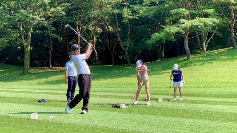 GEN-TENゴルフコースレッスン説明会&体験レッスンフェアウェイから定点練習正面からの写真