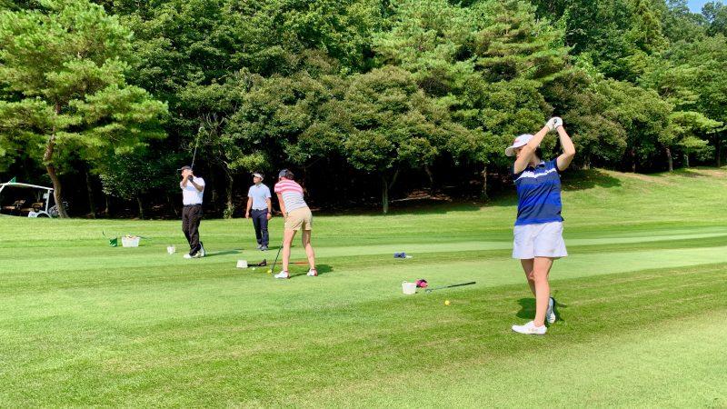 GEN-TENゴルフコースレッスン説明会&体験レッスンフェアウェイから定点練習背面の写真