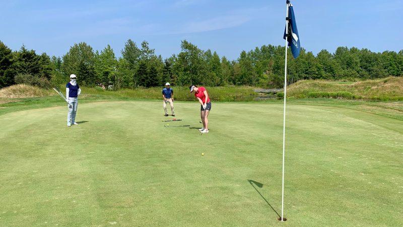 GEN-TENゴルフコースレッスンマオイGRパッティング前方からの写真