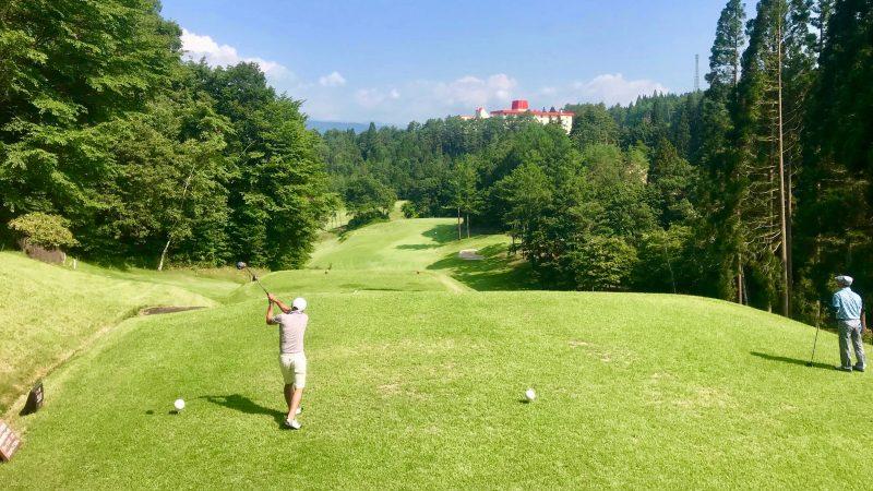 GEN-TENゴルフコースレッスン鷲ヶ岳高原GCティショットの写真