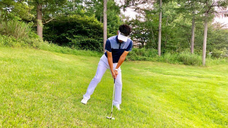GEN-TENゴルフコースレッスン左足下がり左足重心のアドレスの写真