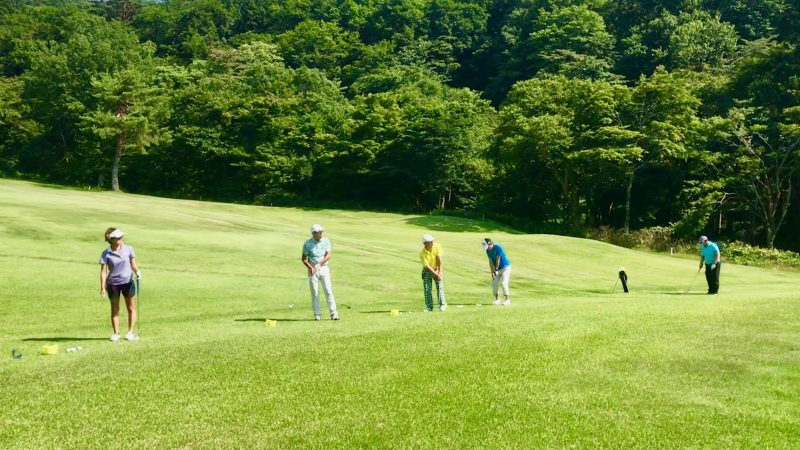 GEN-TENゴルフコースレッスン鷲ヶ岳高原GC定点練習アプローチショットの写真