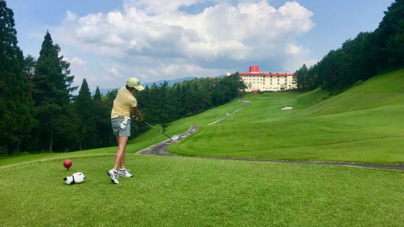 GEN-TENゴルフコースレッスン鷲ヶ岳高原GC最終ホールティショットの写真