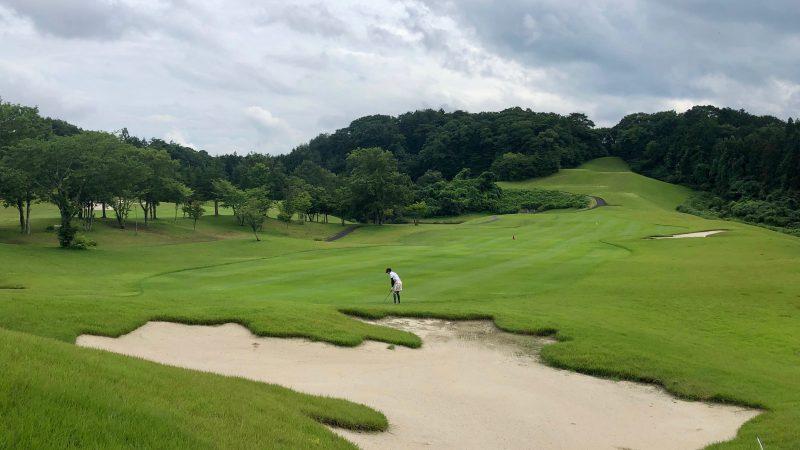 GEN-TENゴルフコースレッスングランディ那須白河GCアプローチショット前方の写真