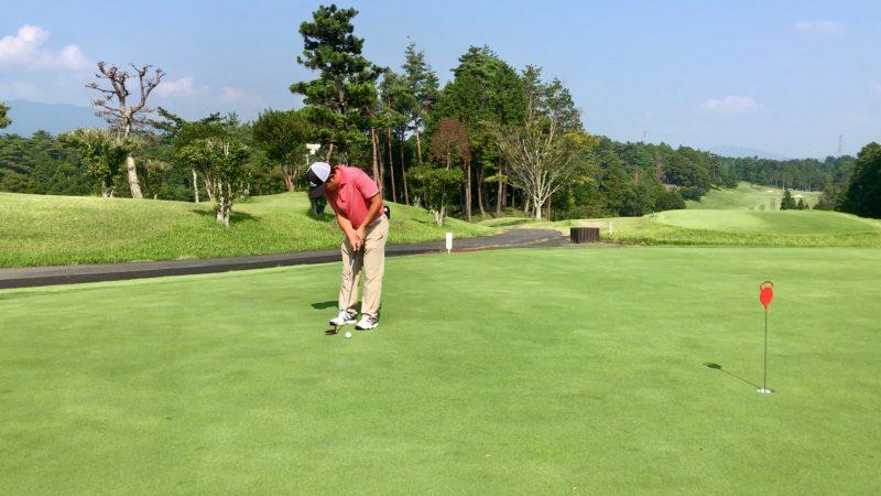 GEN-TENゴルフコースレッスンパッティングインパクトの写真