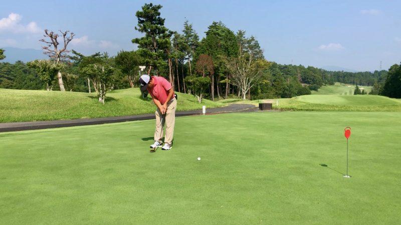 GEN-TENゴルフコースレッスンパッティングフォローの写真