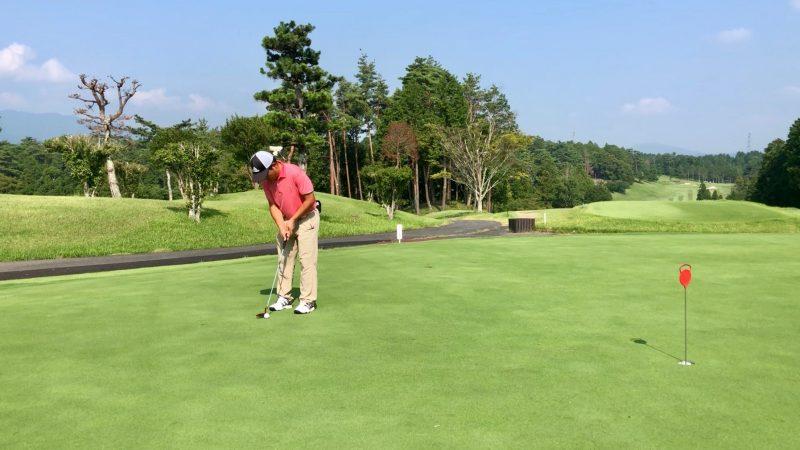 GEN-TENゴルフコースレッスンパッティングアドレスの写真②