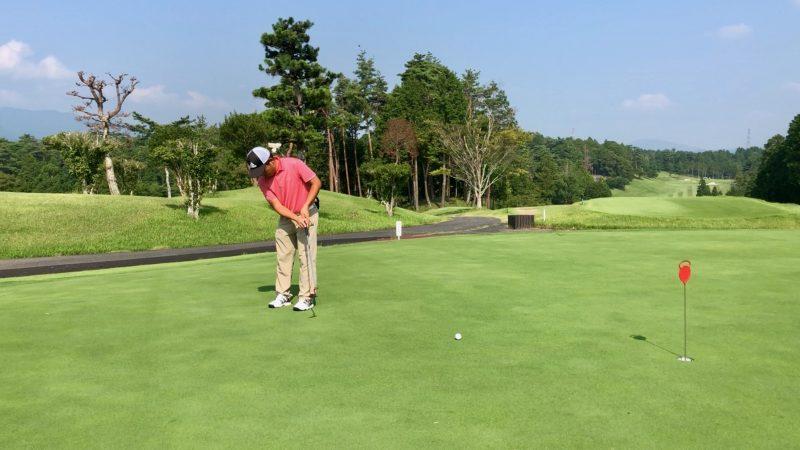 GEN-TENゴルフコースレッスンパッティングフォローの写真②