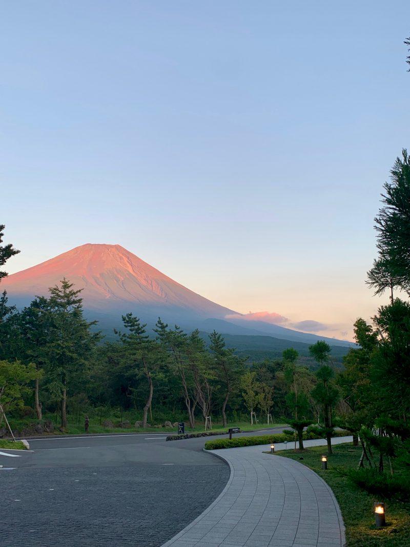 GEN-TENゴルフコースレッスンDC朝霧CC赤富士の写真