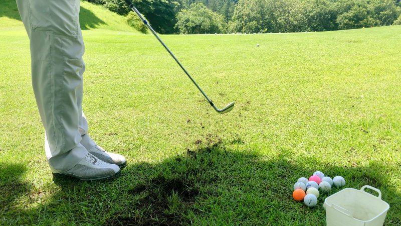 GEN-TENゴルフコースレッスン東京バーディCアプローチインパクトの写真