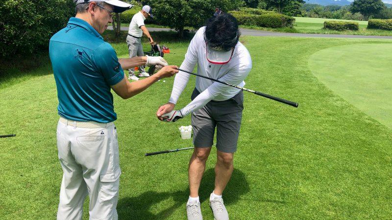 GEN-TENゴルフコースレッスン東京バーディCアプローチスイングチェック正面からの写真