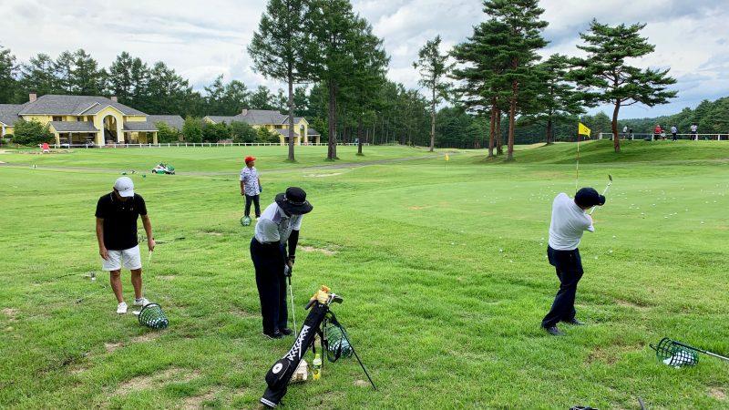 GEN-TENゴルフコースレッスン強化合宿サニーCCアプローチ練習後方からの写真