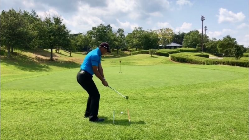 GEN-TENゴルフコースレッスンオープンスタンスダウンスイングの写真