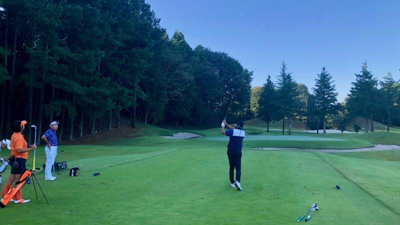 GEN-TENゴルフコースレッスンDC静ヒルズCC早朝練習ティショットの写真