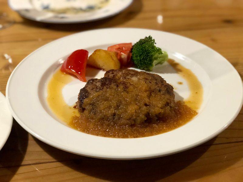 GEN-TENゴルフコースレッスン強化合宿マオイGR夕食コース料理ハンバーグの写真