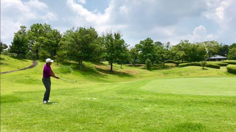 GEN-TENゴルフコースレッスンアプローチ距離感フォローの写真