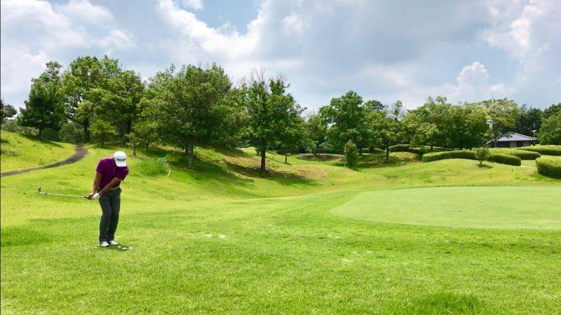 GEN-TENゴルフコースレッスンアプローチ距離感テークバックの写真