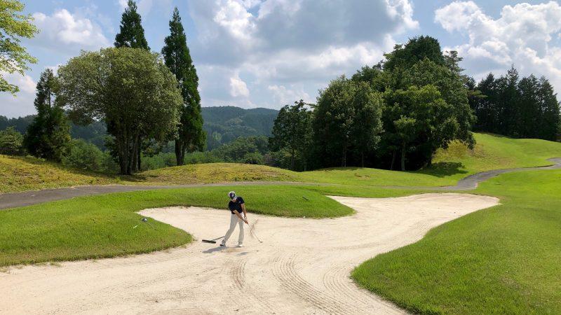 GEN-TENゴルフコースレッスンDCベルグラビアバンカーショットの写真