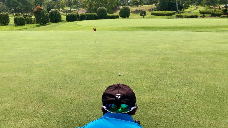 GEN-TENゴルフコースレッスンパッティングの方向性フックラインの写真