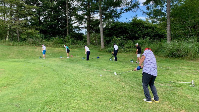 GEN-TENゴルフコースレッスン強化合宿サニーCCアプローチ練習背面からの写真