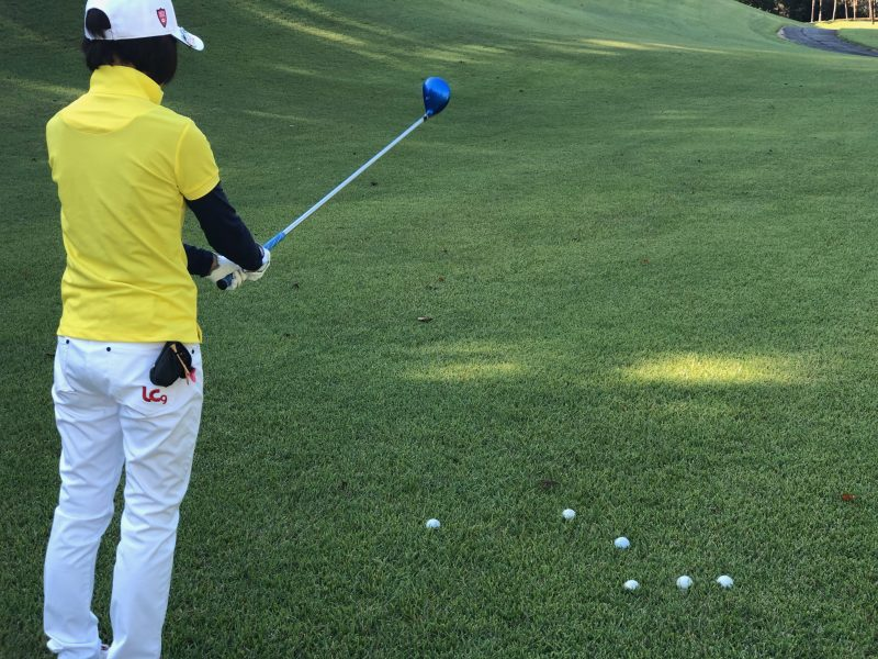 GEN-TENゴルフコースレッスンヒントレッスン定点練習ラフからのショットエイミングの写真