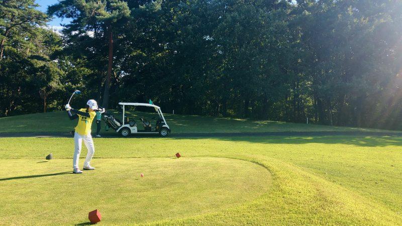 GEN-TENゴルフコースレッスンヒントレッスンティショット素振りの写真