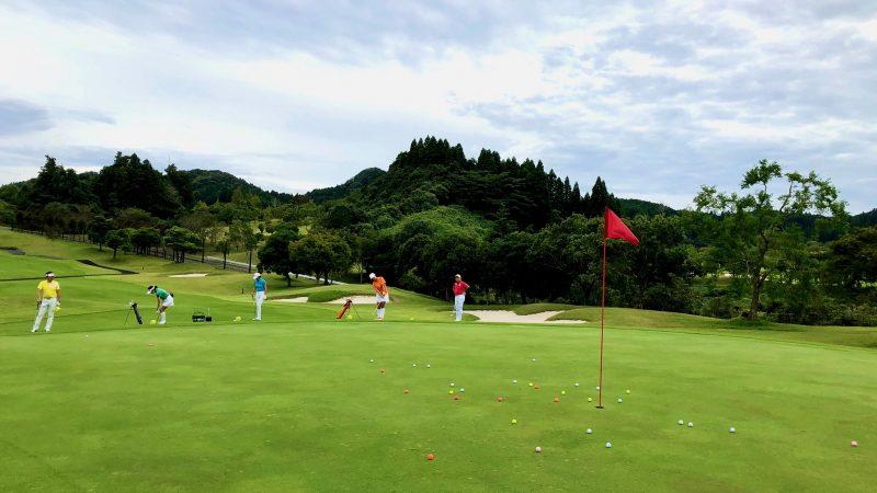 GEN-TENゴルフコースレッスンチャーター大多喜城GC定点練習アプローチ正面からの写真