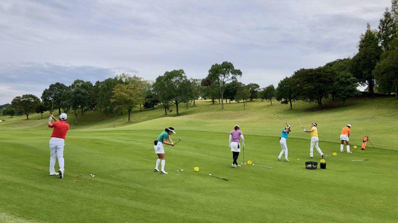 GEN-TENゴルフコースレッスンチャーター大多喜城GC定点練習アイアンショットからの写真