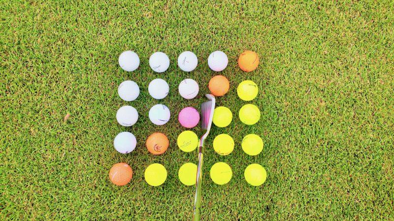 GEN-TENゴルフコースレッスンボールとクラブの写真