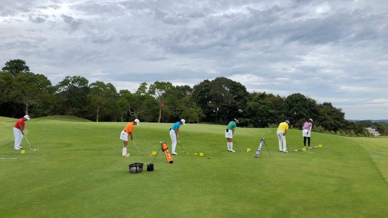 GEN-TENゴルフコースレッスンチャーター大多喜城GC定点練習アプローチ後方からの写真