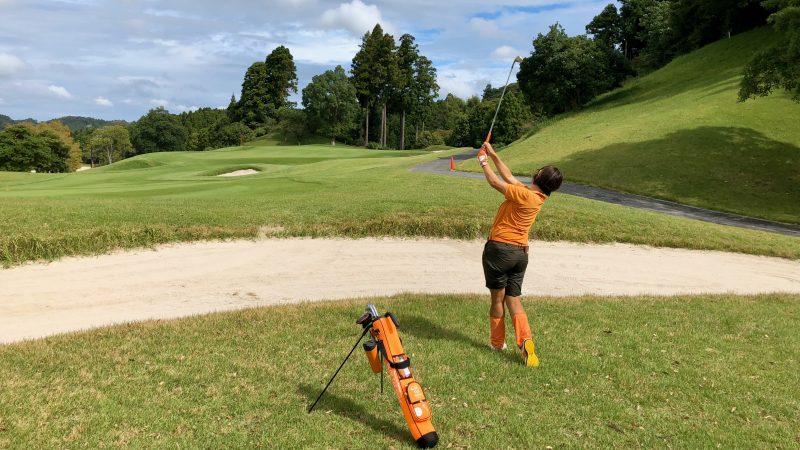 GEN-TENゴルフコースレッスンチャーター大多喜城GCラフからのショットの写真