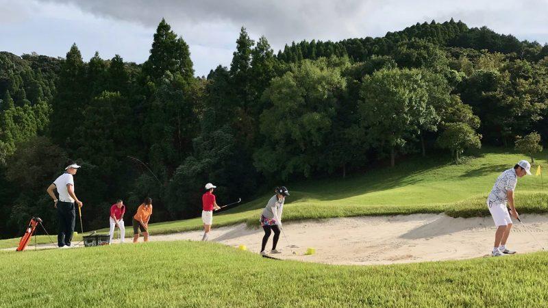 GEN-TENゴルフコースレッスンチャーター大多喜城GCコース内練習バンカーショットの写真