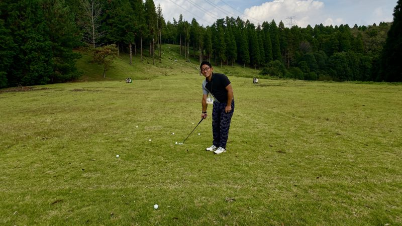 GEN-TENゴルフコースレッスンアプローチ練習場のボールの写真