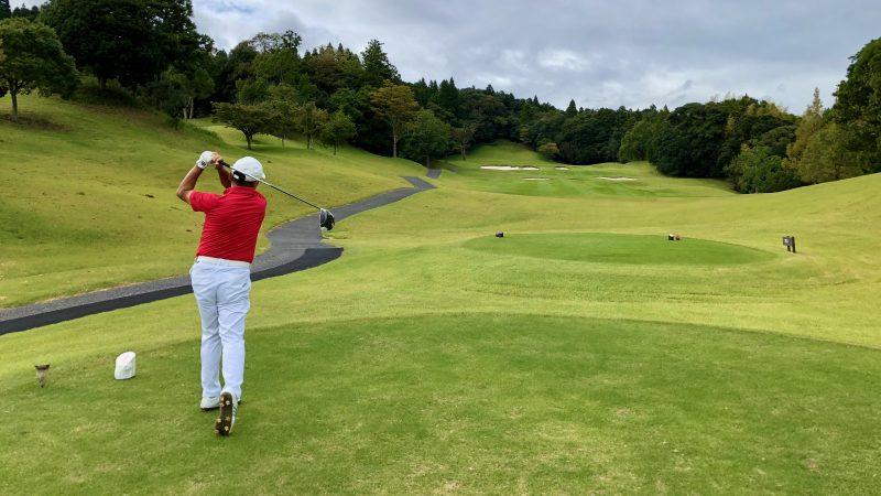 GEN-TENゴルフコースレッスンチャーター大多喜城GCドライバーショットの写真