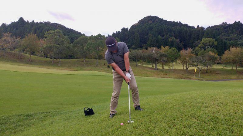 GEN-TENゴルフコースレッスン傾斜左上がりの写真