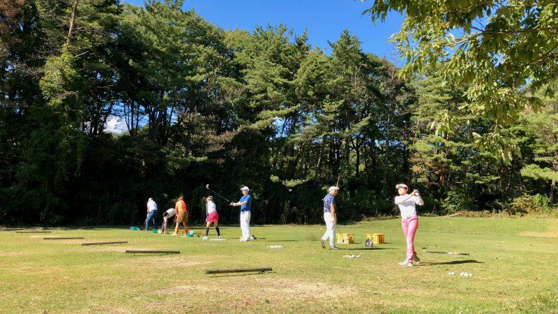 GEN-TENゴルフコースレッスントライフィールドティーショット練習の写真